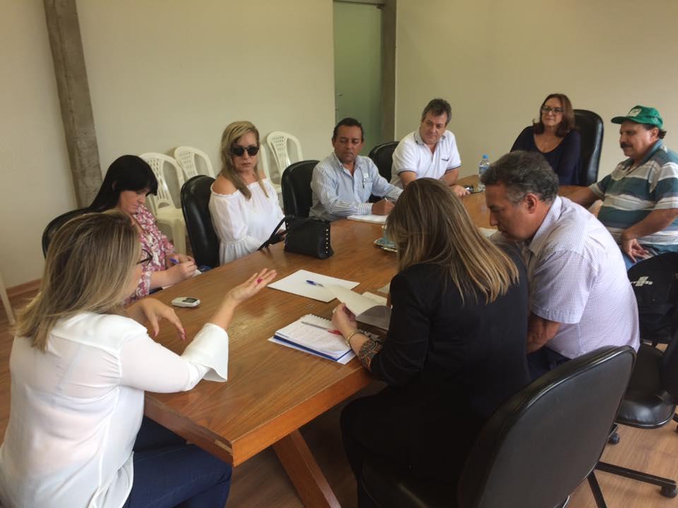 PREFEITURA E PARCEIROS ASSINAM COMPROMISSO PARA INSTALAÇÃO DO SEBRAE AQUI