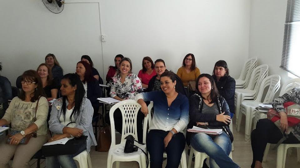 PROFESSORES MUNICIPAIS PARTICIPAM DE PARADA PEDAGÓGICA SOBRE ALFABETIZAÇÃO INTEGRAL