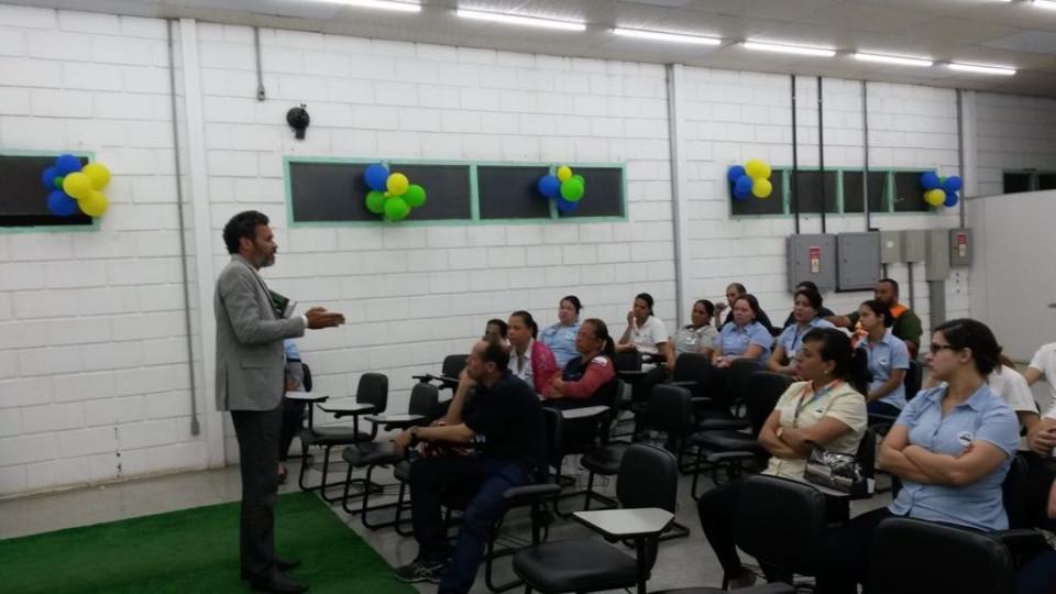 DEPARTAMENTO DE MOBILIDADE URBANA FAZ PALESTRA PARA FUNCIONÁRIOS DA COOP