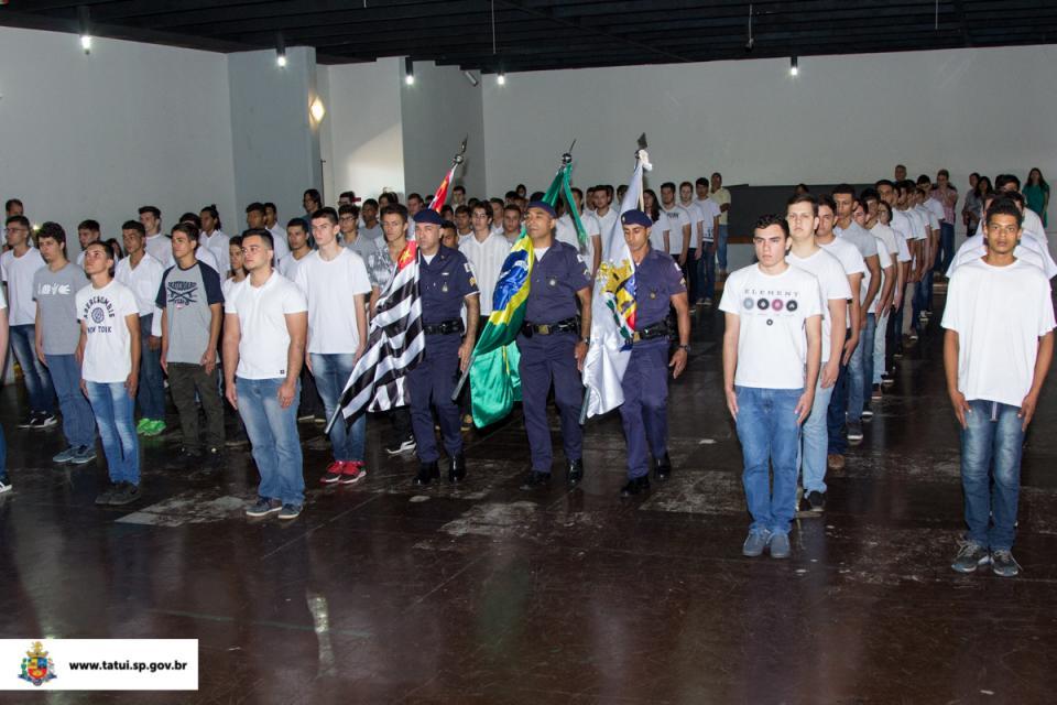 CERIMÔNIA MARCA A ENTREGA DE CERTIFICADOS MILITARES PARA 180 JOVENS DO MUNICÍPIO