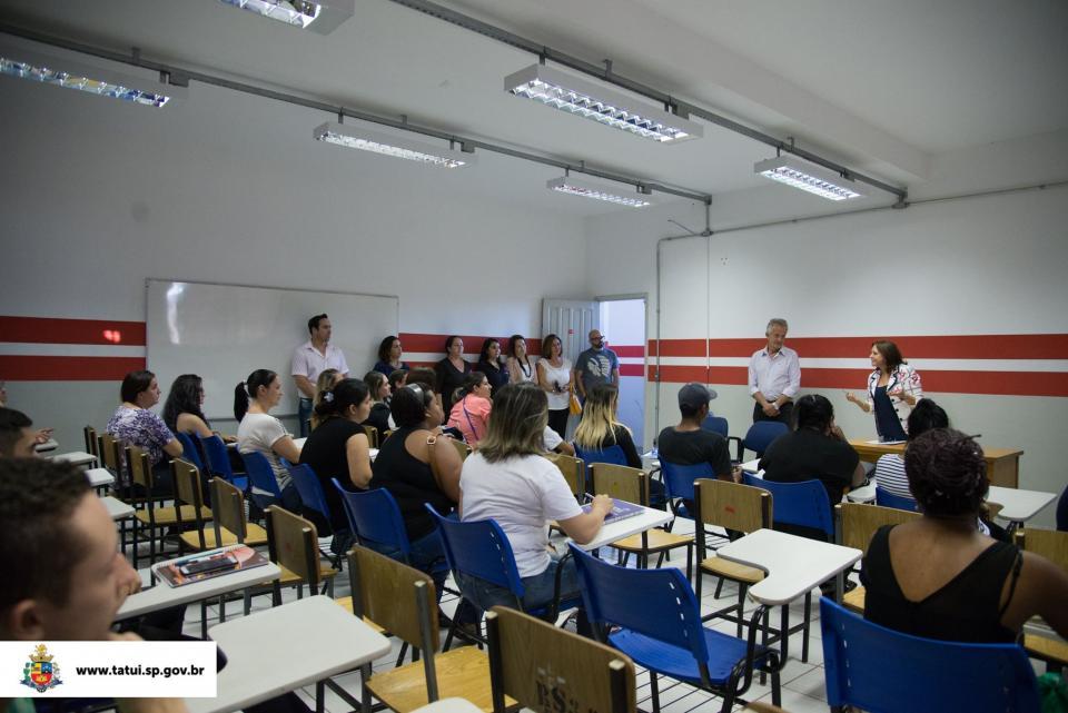 PREFEITURA DÁ INÍCIO A DOIS CURSOS  DE REQUALIFICAÇÃO PROFISSIONAL