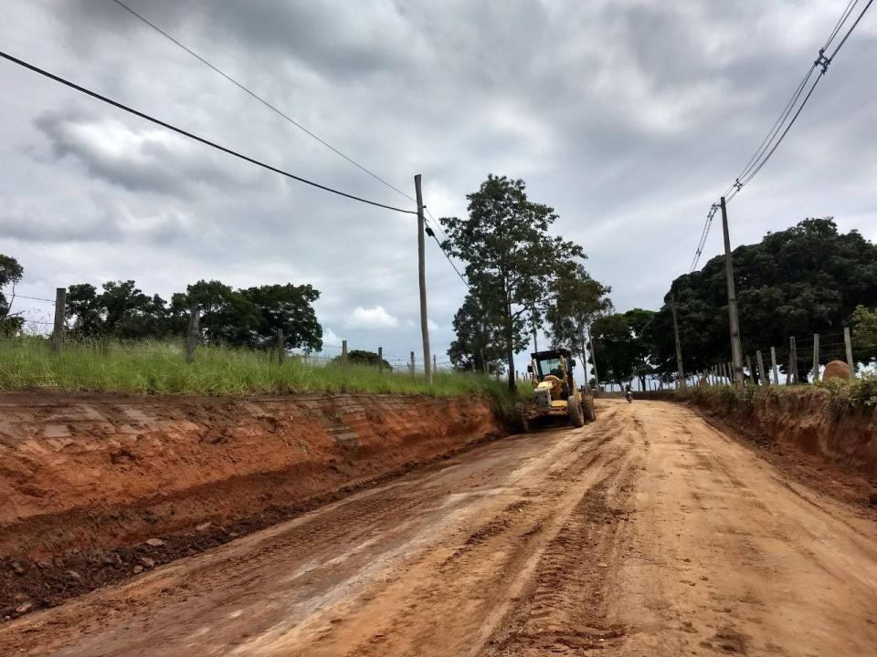 PREFEITURA INICIA O RECAPEAMENTO DE TRÊS QUILÔMETROS DA ESTRADA DO CONGONHAL