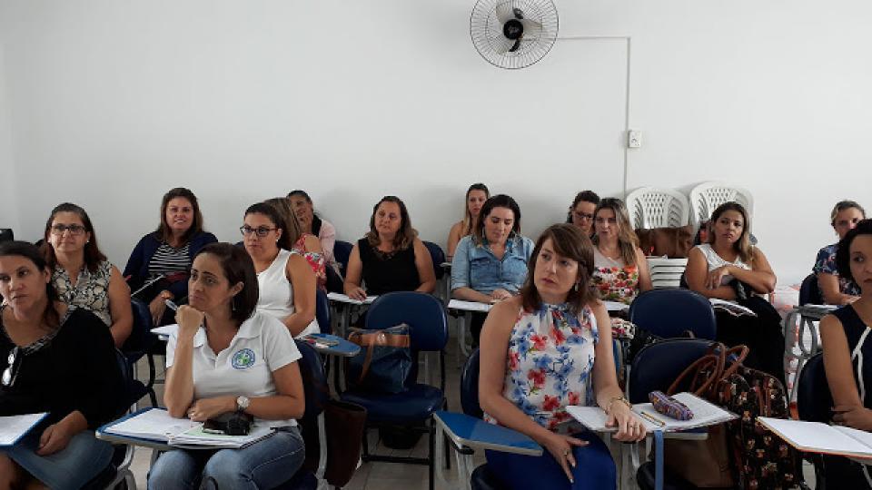 COORDENADORES DA REDE MUNICIPAL DE EDUCAÇÃO PARTICIPAM DE FORMAÇÃO CONTINUADA DOS PROGRAMAS LER E ESCREVER E EMAI