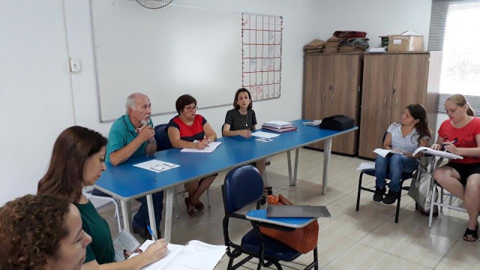 PROFESSORAS DE AEE DA REDE MUNICIPAL DE EDUCAÇÃO PARTICIPAM DE ENCONTRO DE ORIENTAÇÕES