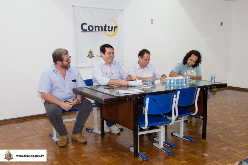 REUNIÃO ENTRE PREFEITURA E COMTUR DISCUTE  PRÉ-PROJETO DE REVITALIZAÇÃO DA PRAÇA DA SANTA