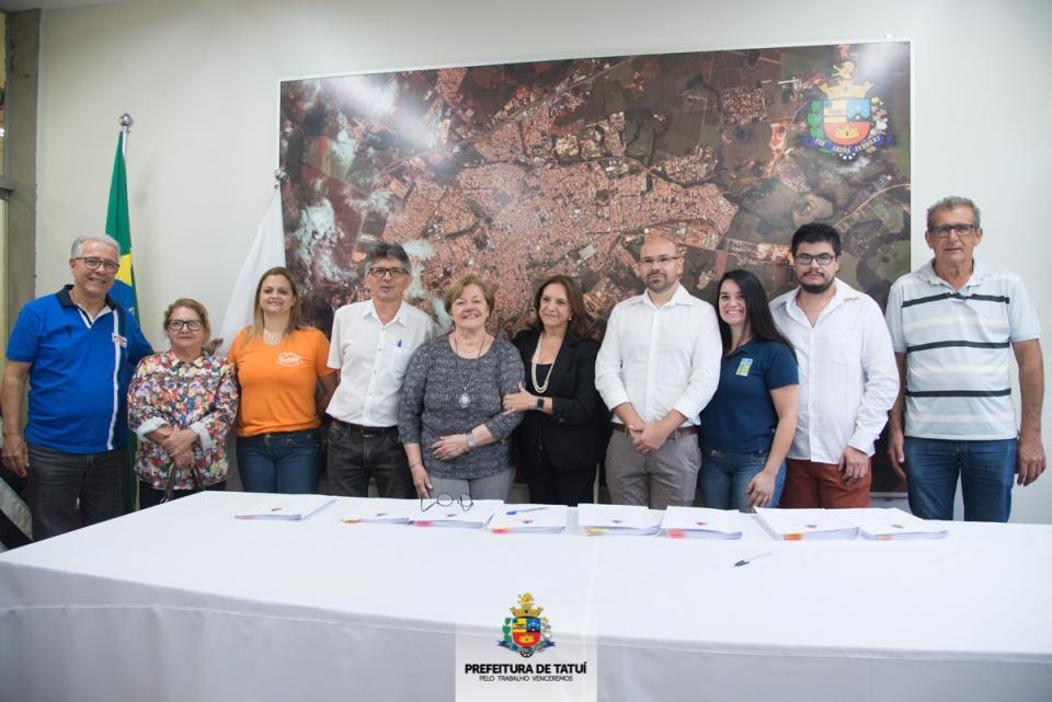 NOVO SECRETÁRIO DO TRABALHO E DESENVOLVIMENTO SOCIAL  TOMA POSSE E 28 CONVÊNIOS SÃO ASSINADOS