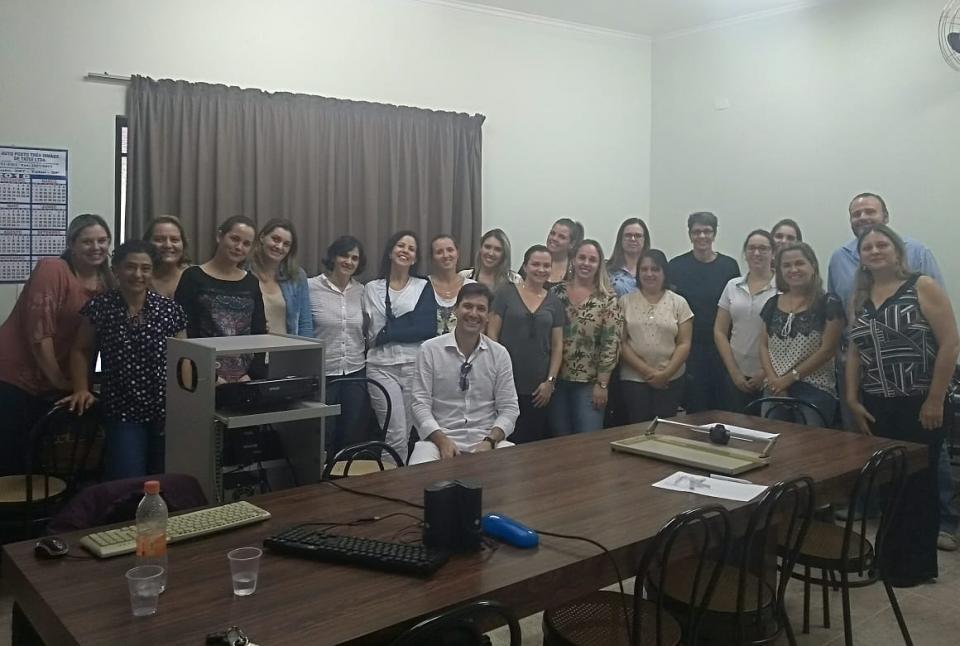 DENTISTAS PARTICIPAM DE TREINAMENTO PARA O USO DO PRONTUÁRIO ELETRÔNICO