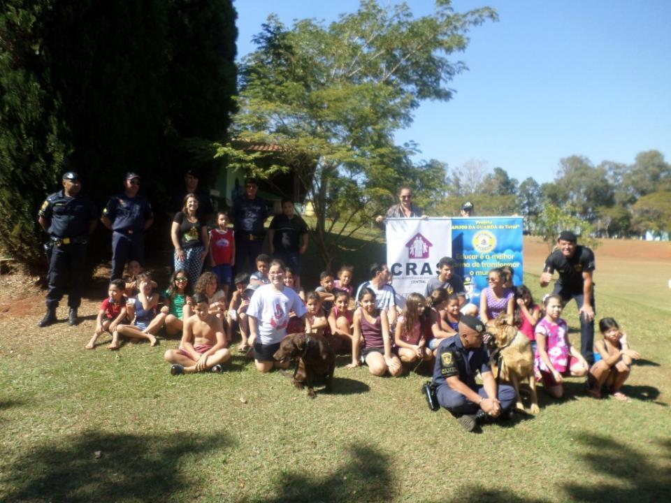 CRIANÇAS DO CRAS CENTRAL PARTICIPAM DE ATIVIDADES EDUCATIVAS  E DE LAZER NO PARQUE MUNICIPAL ECOLÓGICO MARIA TUCA