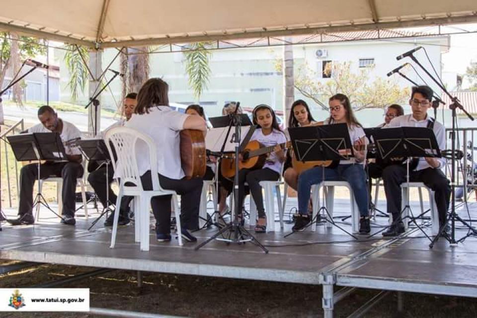APRESENTAÇÃO MUSICAL DAS OFICINAS  DE VIOLÃO E CANTO CORAL SÃO DESTAQUES  NO CEU DAS ARTES NA SEGUNDA