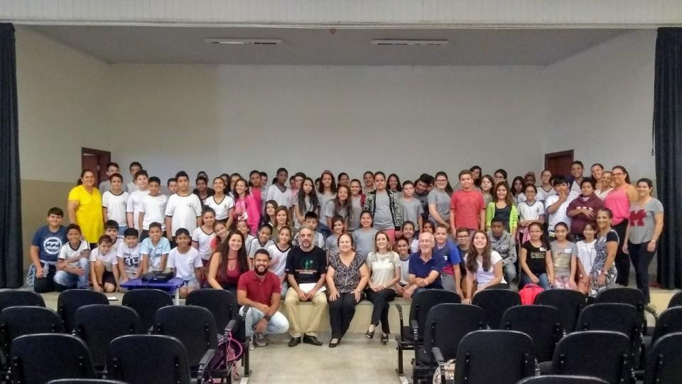 """""""FUTURO CIENTISTA"""" OFERECE ATIVIDADES DE FORMAÇÃO CIENTÍFICA PARA ALUNOS DA REDE DE ENSINO"""