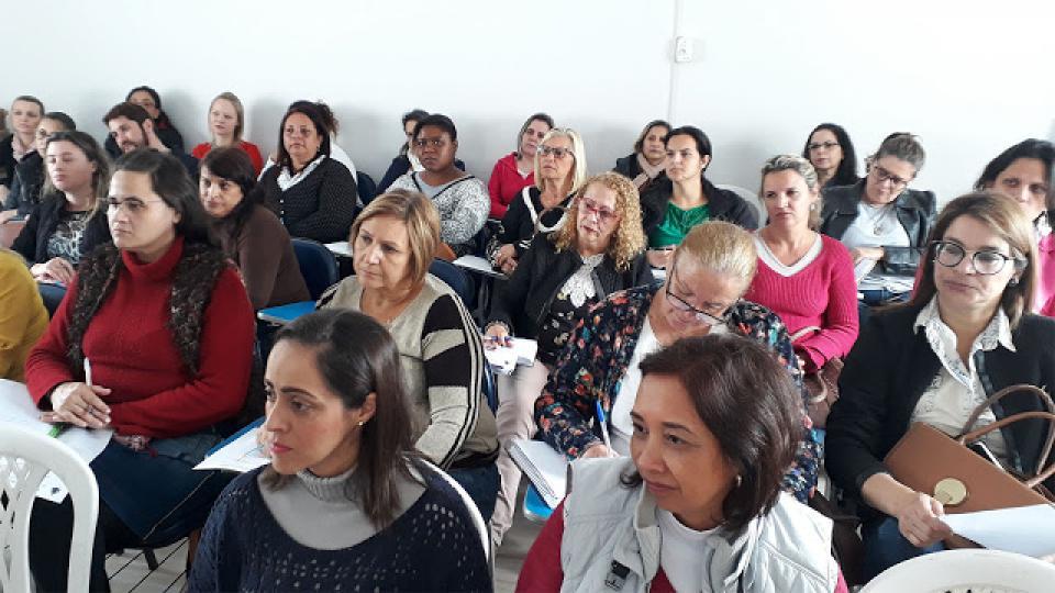 SUPERVISORES E DIRETORES DE ESCOLAS MUNICIPAIS DE EDUCAÇÃO INFANTIL  E ENSINO FUNDAMENTAL PARTICIPAM DE REUNIÃO