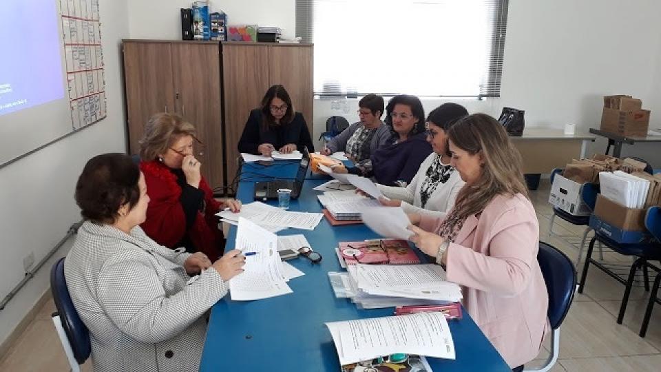 COMITÊ GESTOR DO PROGRAMA DE PARCERIA COM O INSTITUTO AYRTON SENNA REALIZA REUNIÃO AVALIATÓRIA