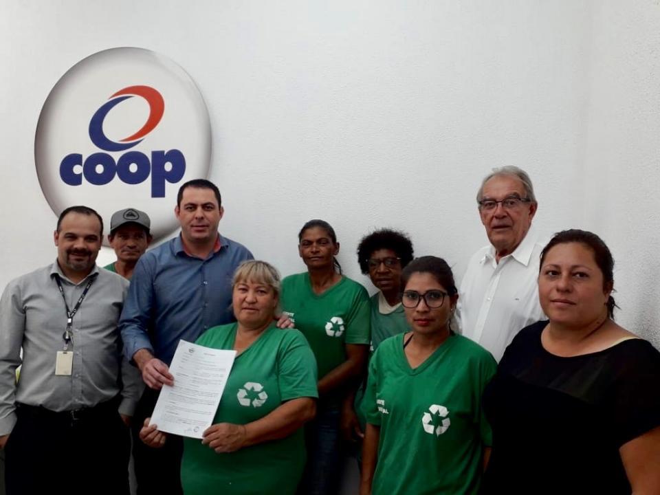 COOPERATIVA DE RECICLAGEM DE TATUÍ   E COOP FIRMAM PARCERIA PARA   COLETA DE MATERIAIS RECICLÁVEIS