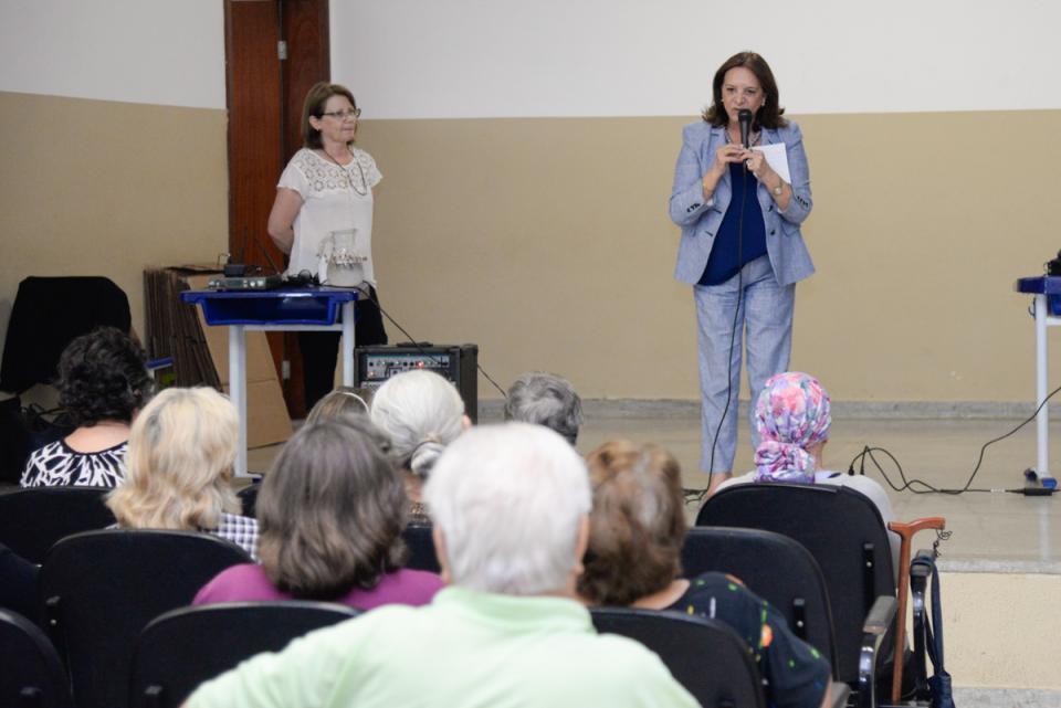 INTEGRANTES DO PROJETO ENVELHECER PARTICIPAM DE PALESTRAS EM COMEMORAÇÃO AO MÊS DO IDOSO