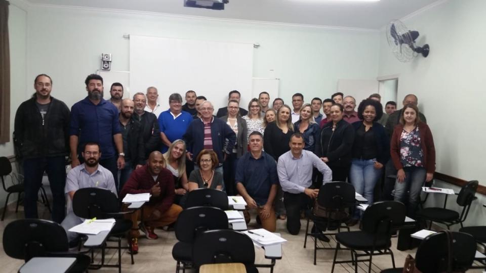 SERVIDORES PÚBLICOS PARTICIPAM DO CURSO