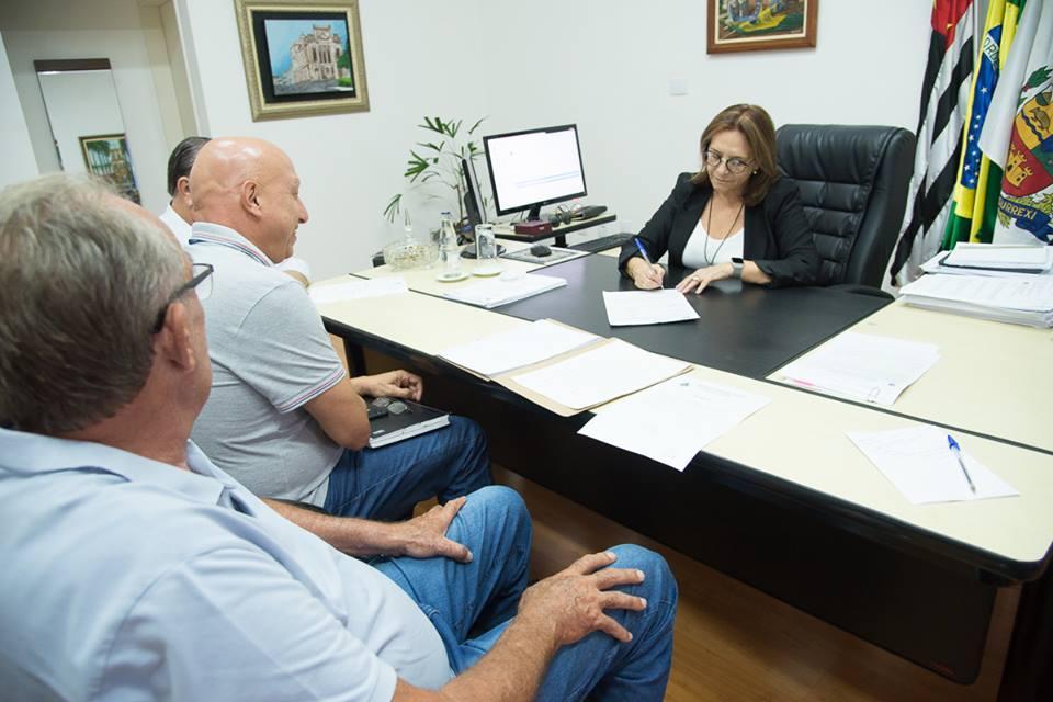 PREFEITURA E SABESP IRÃO LEVAR REDE   DE ÁGUA PARA O BAIRRO BAMBUZAL