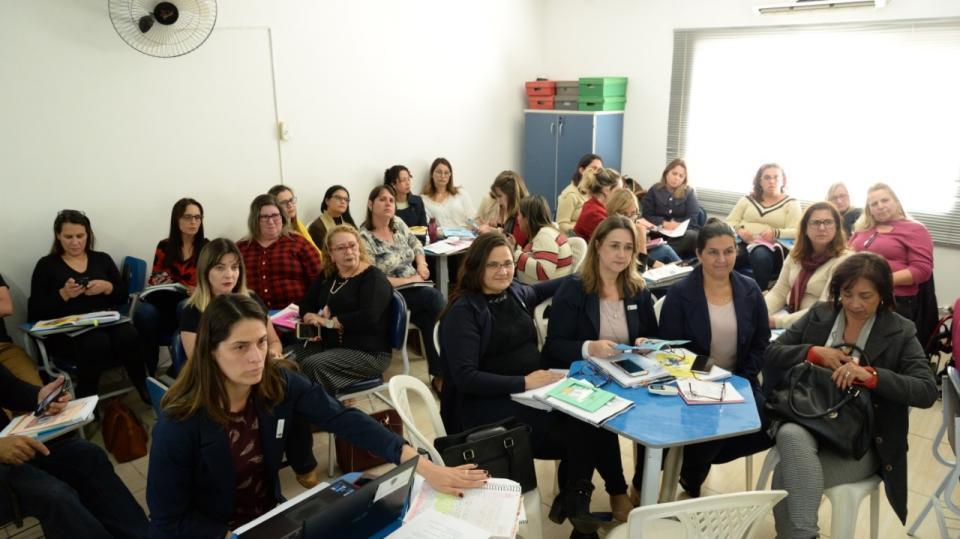 GESTORES DA REDE MUNICIPAL PARTICIPAM DE FORMAÇÃO PARA A CONSTRUÇÃO DO CURRÍCULO DE EDUCAÇÃO INTEGRAL NA PRÁTICA