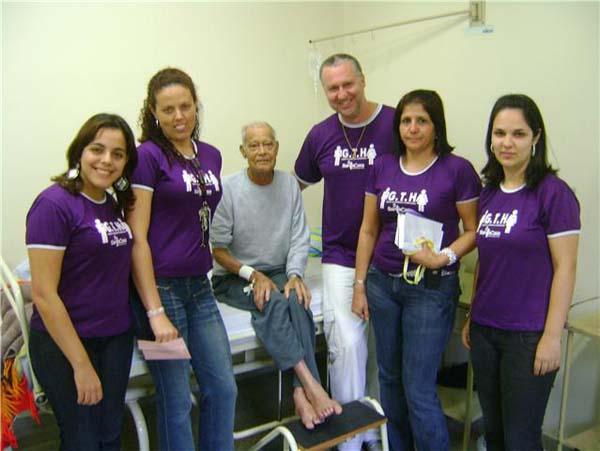 """""""Grupo de Trabalho Humanizado"""" lê cartas de motivação para pacientes na Santa Casa"""
